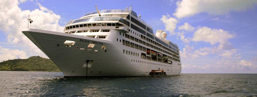 backpackers-on-luxury-cruise