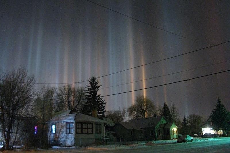 stunning natural phenomena light pillars - 1