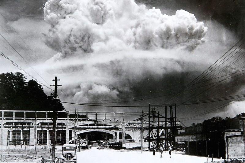 days-that-shook-the-world-atom-bomb - 1