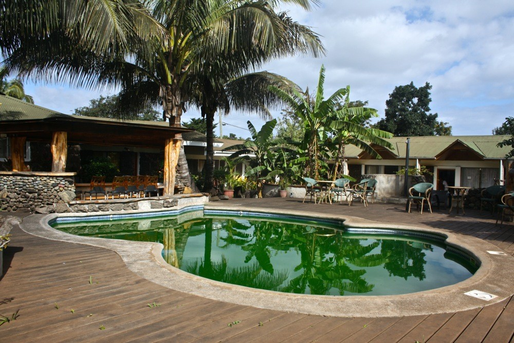 visiting easter island hotel