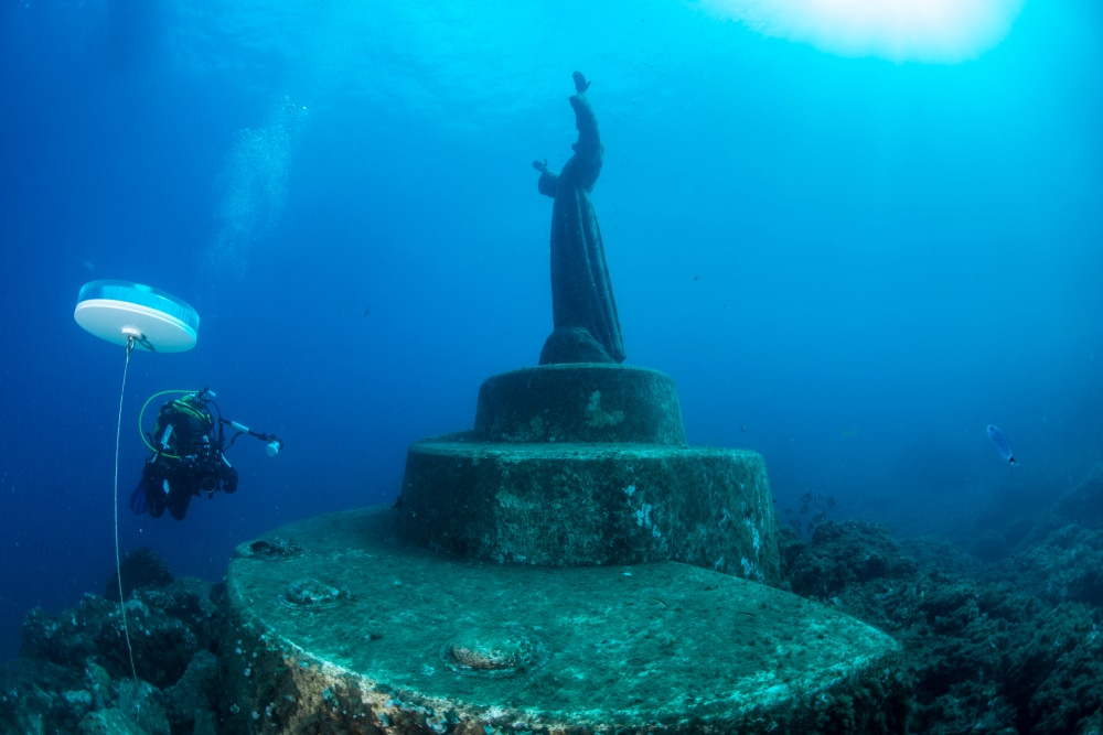 surreal man made dive sites lead