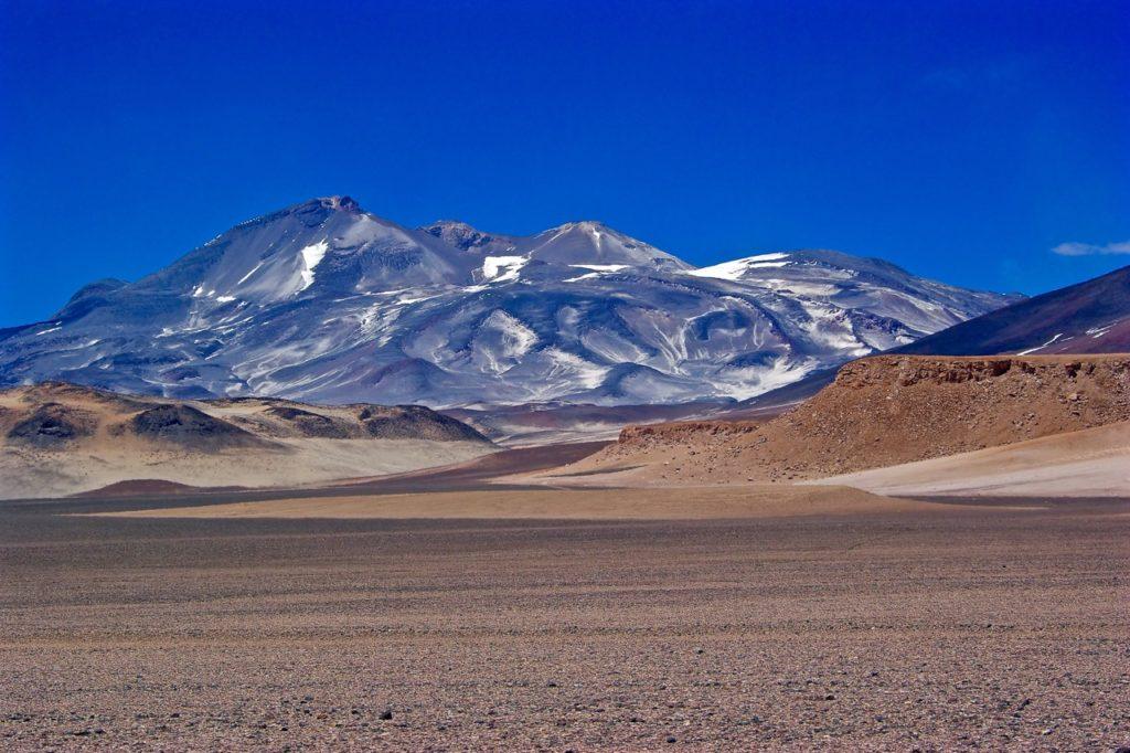 non-technical mountain climbs: ojos del salado