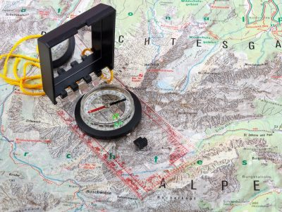 how to use a compass and map feat img