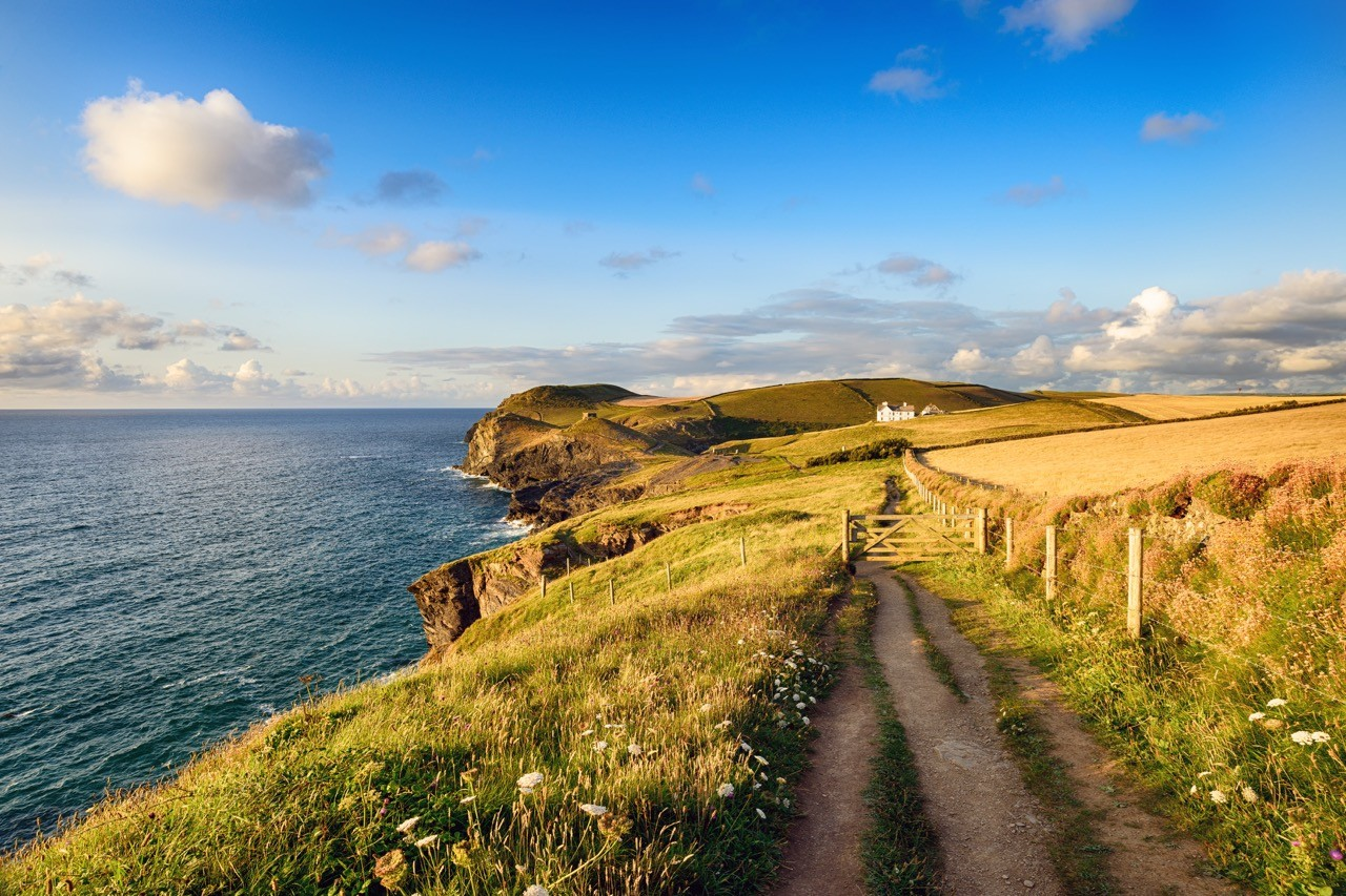long-distance hiking trails coast path england
