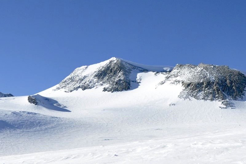 Climbing the seven summits a route to the top - vinson