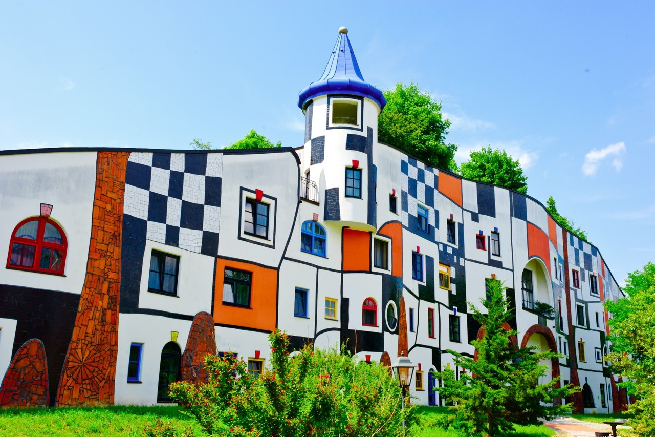 10 real life fairytale buildings atlas boots for Architecture hundertwasser