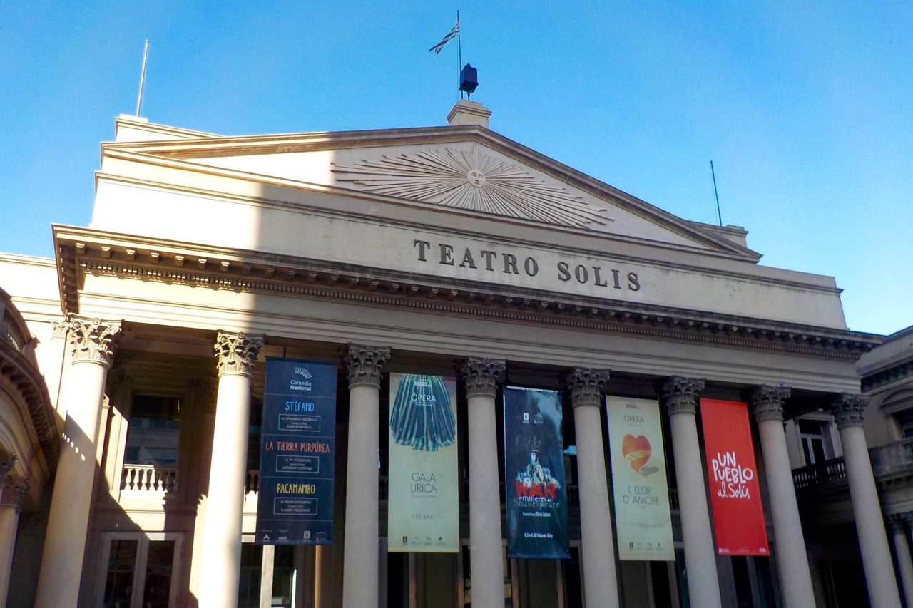 things to do in montevideo uruguay - teatro solis theatre