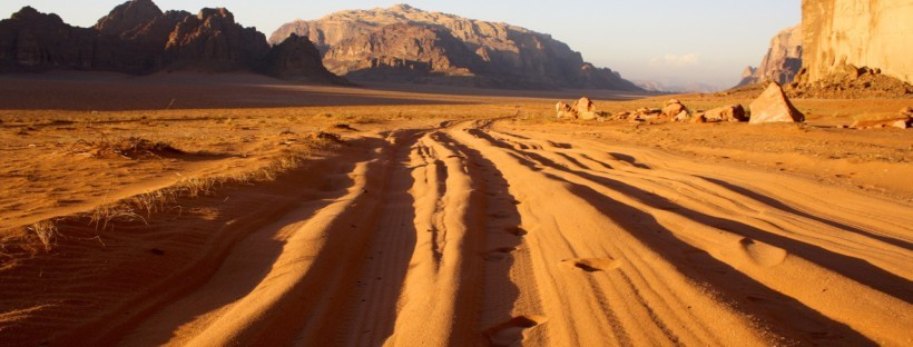Camping-in-Wadi-Rum-tracks