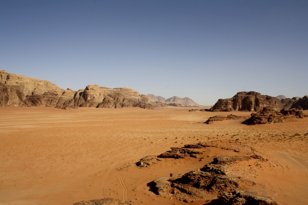 Camping in Wadi Rum: a...