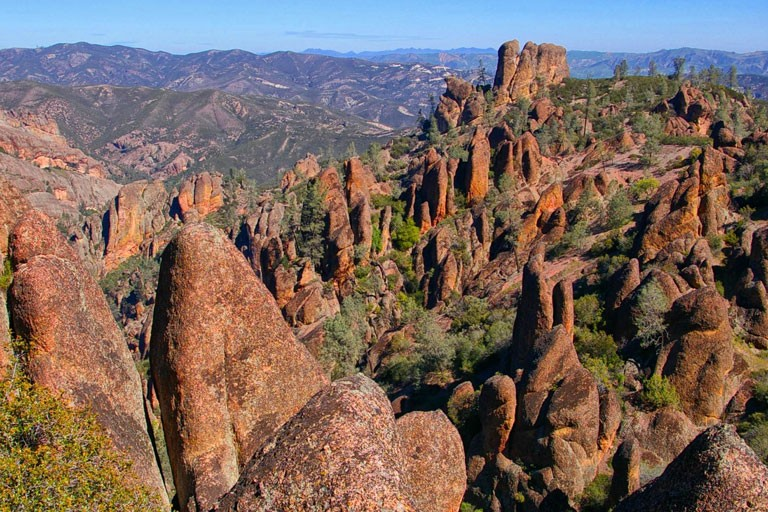us-national-parks-sights-pinnacles