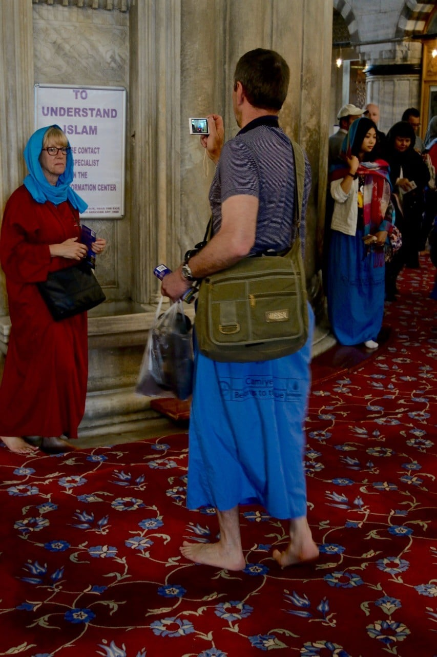 Blue-mosque-dress-code-and-tips-man-skirt