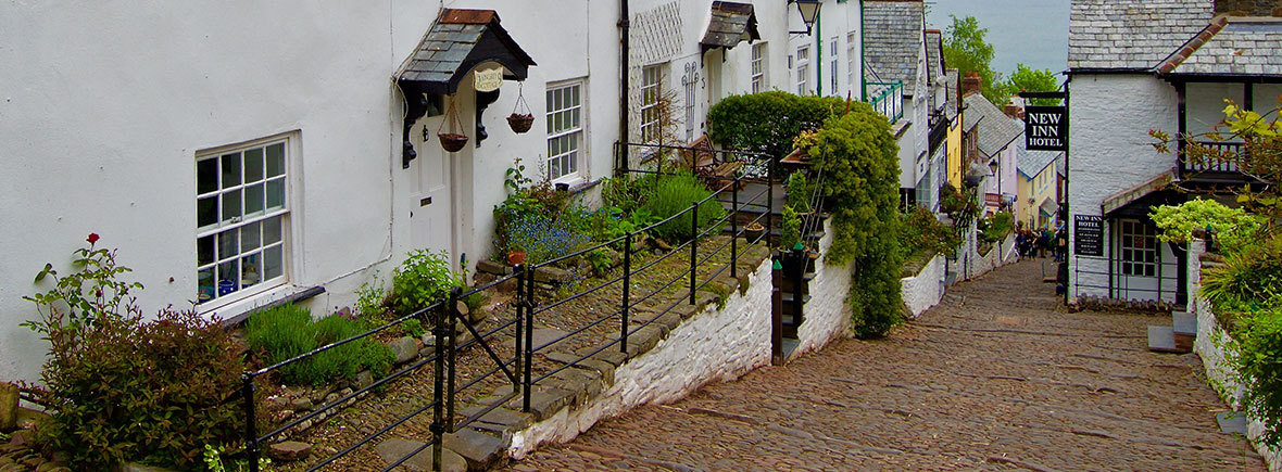 Clovelly-village-feat-img