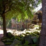 best time to visit Angkor Wat: empty courtyard