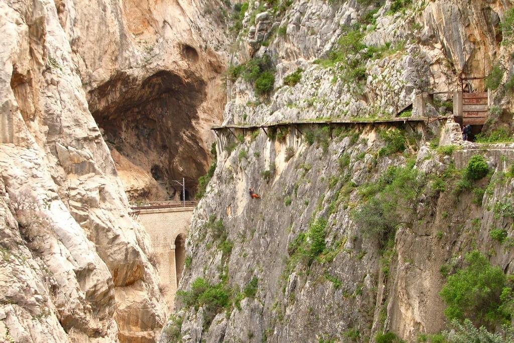 most-dangerous-hikes-el-camito