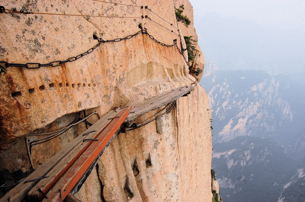 It's estimated that Mount Hua Shan claims 100 lives per year