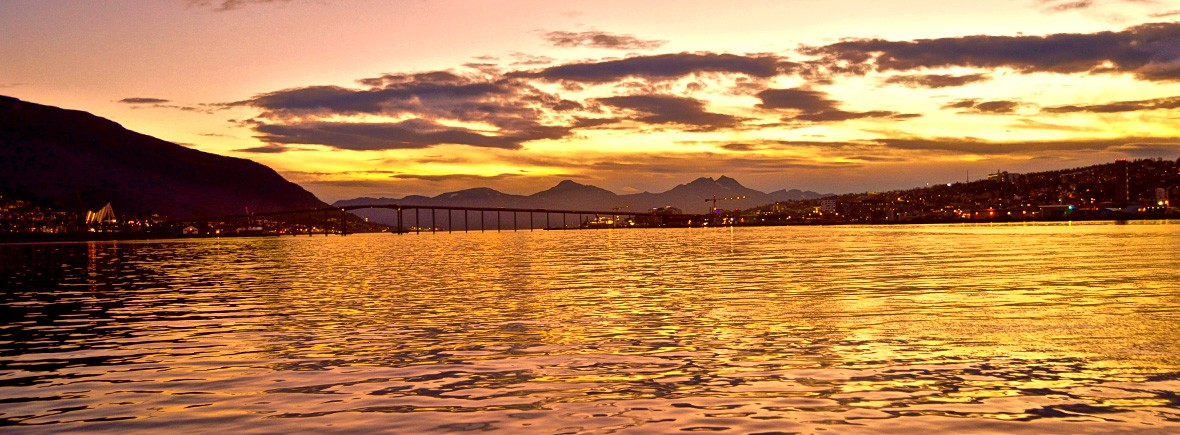 visiting-tromso-norway-featimg-sunset