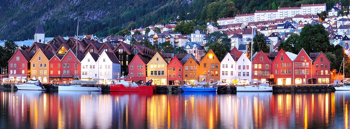 Things-to-do-in-Bergen-Norway bryggen reflections