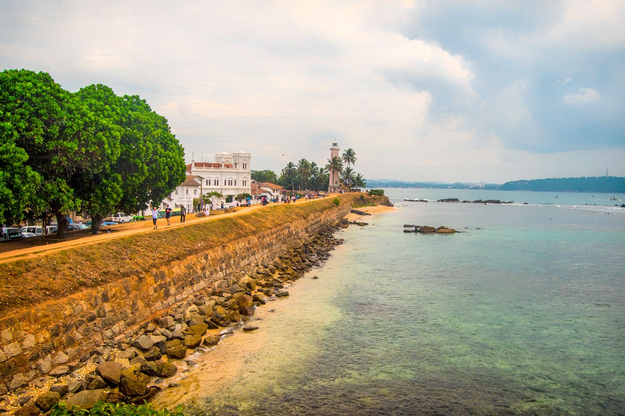 Galle-Fort-Lighthouse-lighthouse-Beach