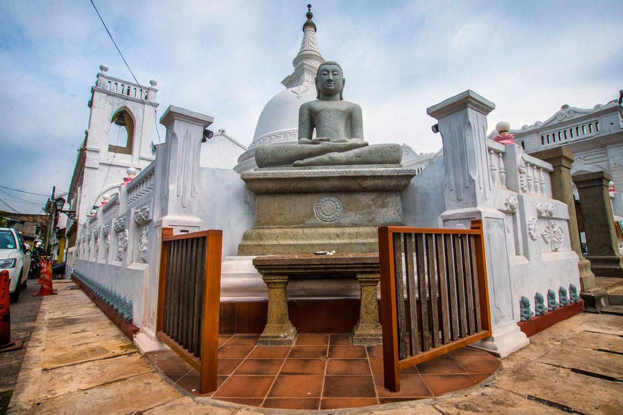 Galle-Fort-Shri-Sudharmalaya-Buddhist-Temple