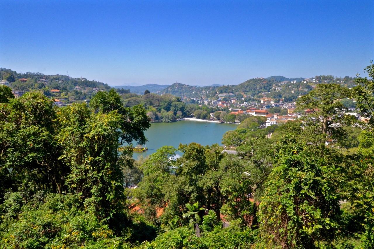 Things to do in Kandy - lake walk