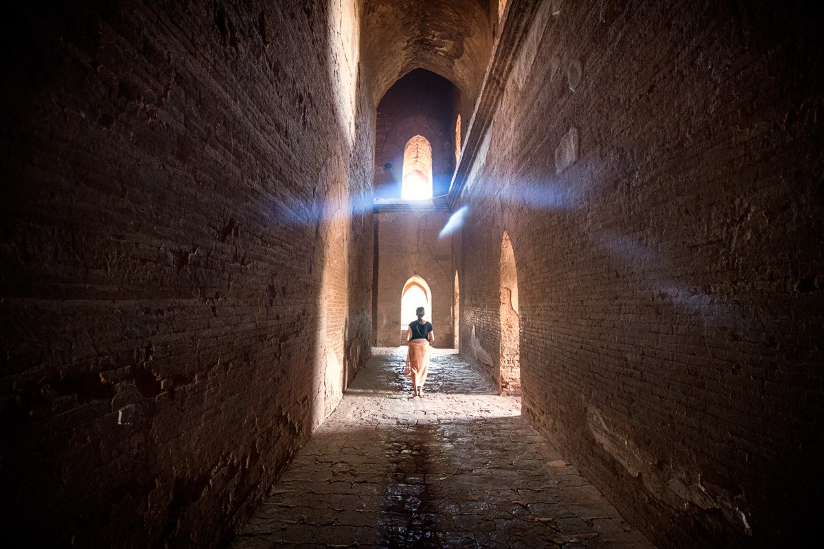 Cycling-Bagan-Dhammayangyi-Pahto-inside-passageways