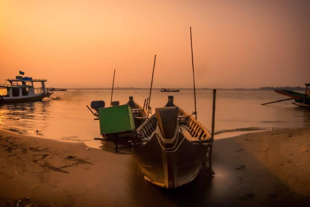 Cycling-Bagan-Old-Bagan-Pier-River-Cruise