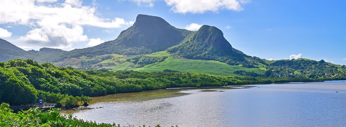 hiking in mauritius-featured-image