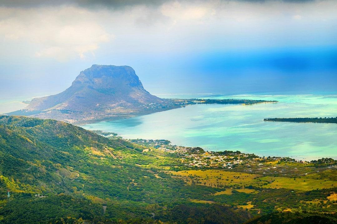 hiking in mauritius piton
