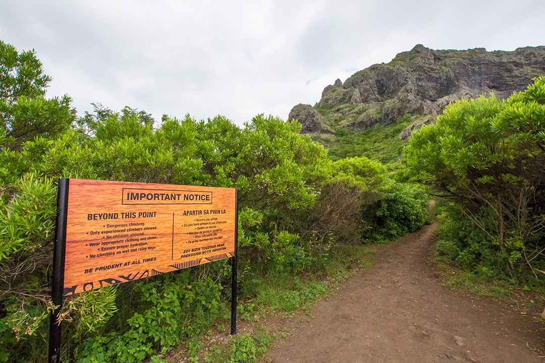 A sign at Le Morne Brabant warning off inexperienced climbers
