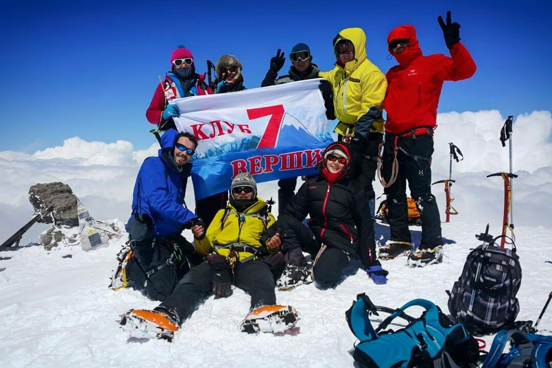 climbing mount elbrus Elbrus-summit-7