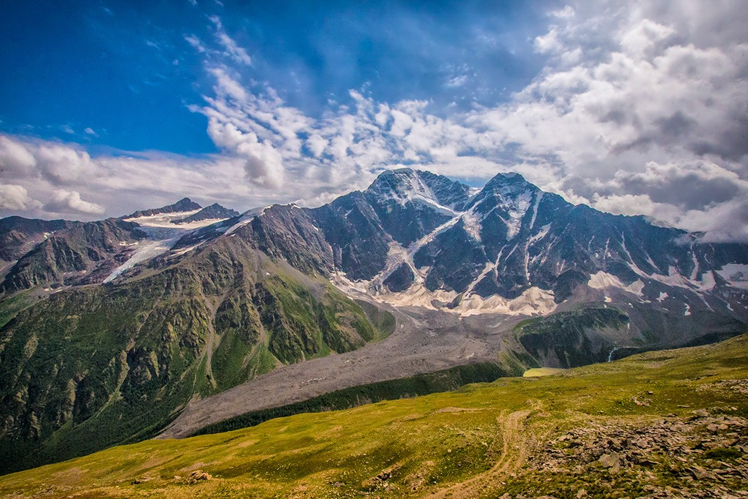 climbing mount elbrus Mountains-from-Cheget-1
