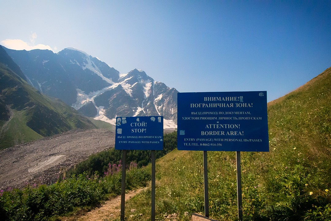 climbing mount elbrus border sign