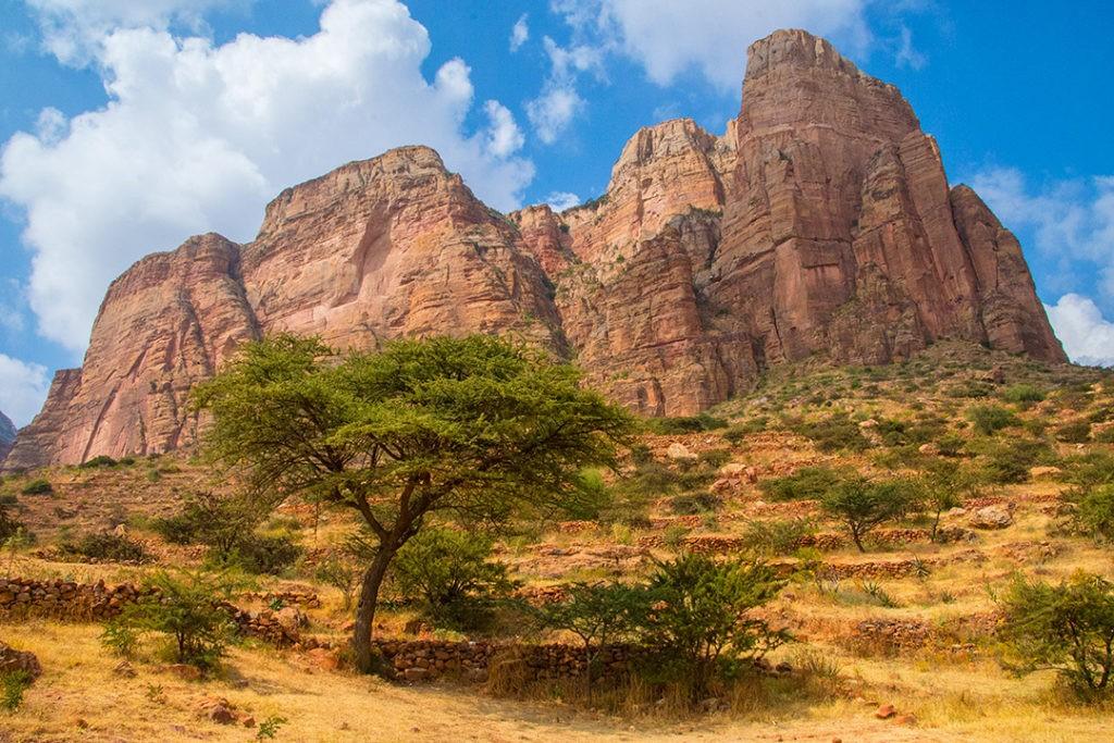 По дороге к Марьям Коркор в тигровых горах Неизвестные походы: 10 приключений в глуши Неизвестные походы  10 приключений . Tigray churches Ethiopia 26 1024x683