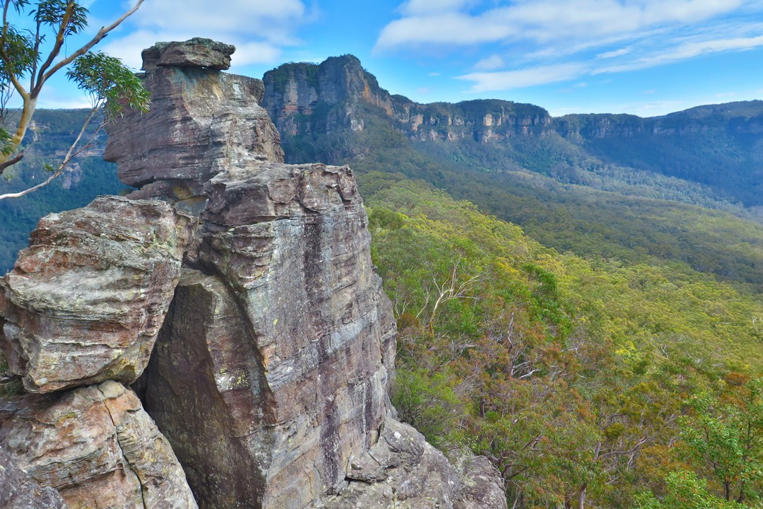 6. Hikes in the Blue Mountains Sydney Ruined Castle