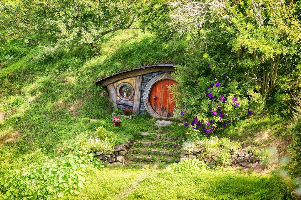 interesting facts about New Zealand: Tourists to New Zealand can visit Hobbiton