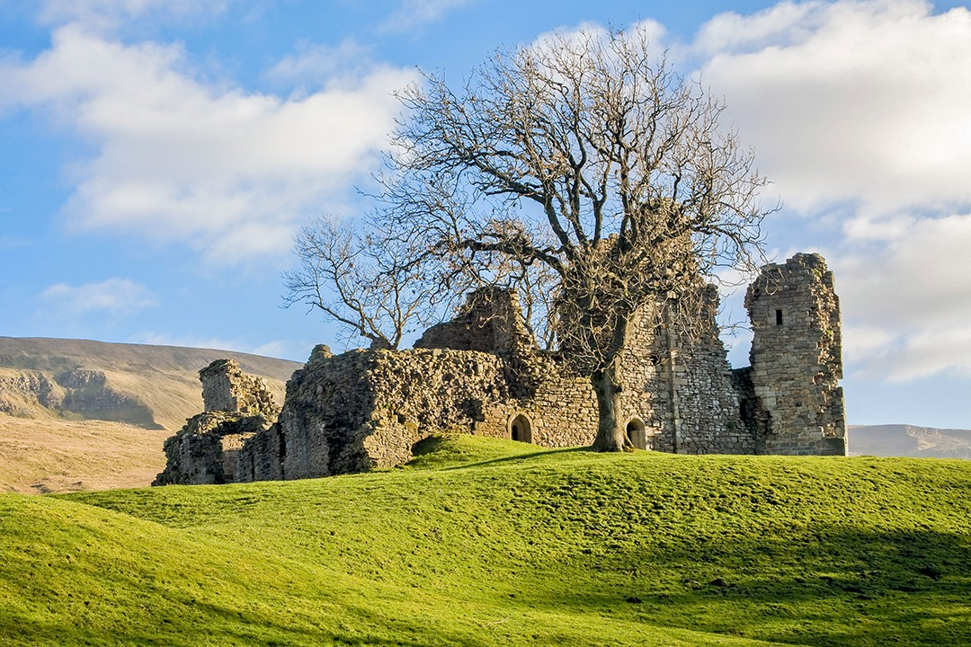 best views in the Yorkshire Dales Pendragon Castle