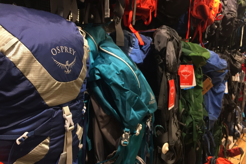 how to choose a backpack in a shop