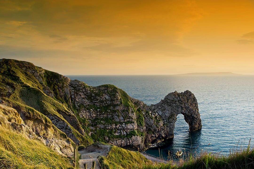 Natural arch of Durdle Door. natural wonders in the uk