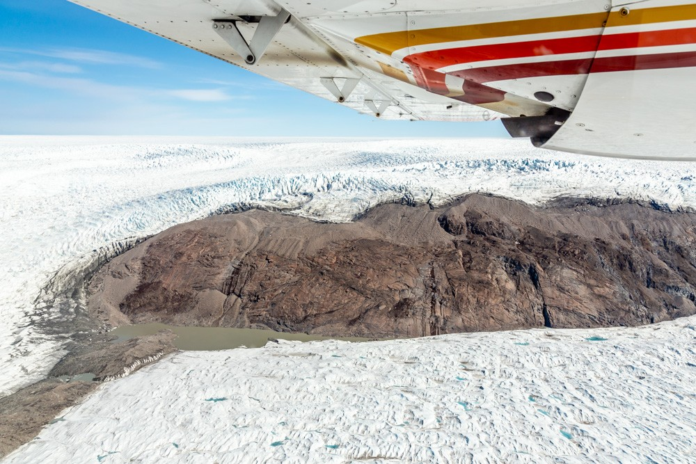 A scenic flight over the ice sheet
