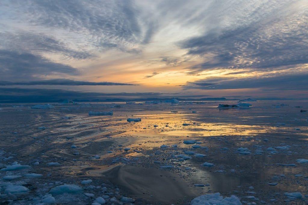 полночное солнце в Гренландии 20 интересных фактов о Арктике 20 интересных фактов о Арктике midnight sun iceberg sightseeing ilulissat 24 1024x683