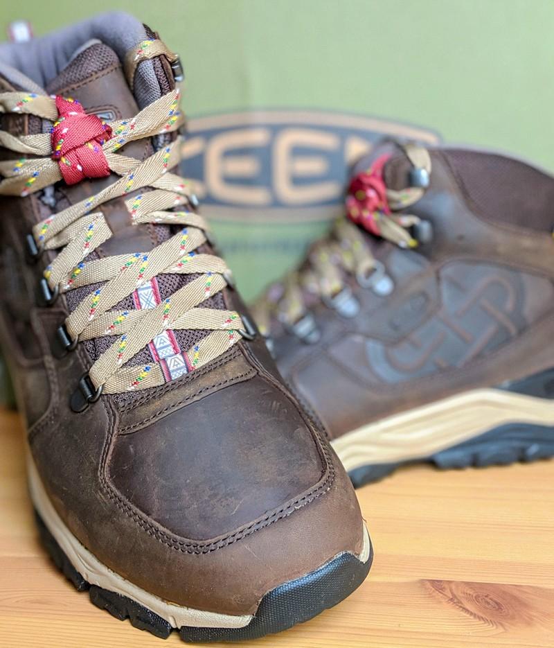 mes nouvelles chaussures de randonnée pour la liste du matériel du camp de base K2