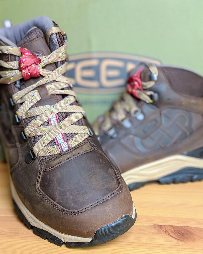 bottes de marche pour la liste du matériel du camp de base K2