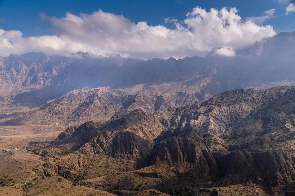 Les montagnes Al-Hajar vues de la ville de Wakan sont l'une des meilleures choses à faire à Oman