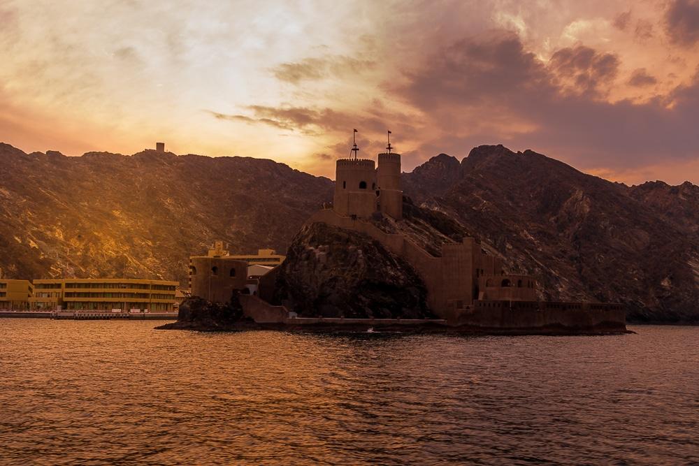 круиз на закате в одном из лучших мест в Маскате Лучшие развлечения в Маскате Лучшие развлечения в Маскате: 9 достопримечательностей, которые нужно посетить oman muscat cruise 4