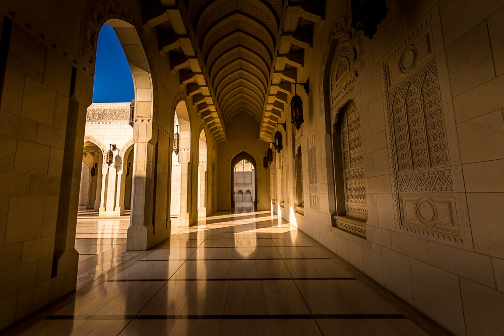 Большая мечеть султана Кабуса в Маскате Лучшие развлечения в Маскате Лучшие развлечения в Маскате: 9 достопримечательностей, которые нужно посетить things to do in muscta oman 1