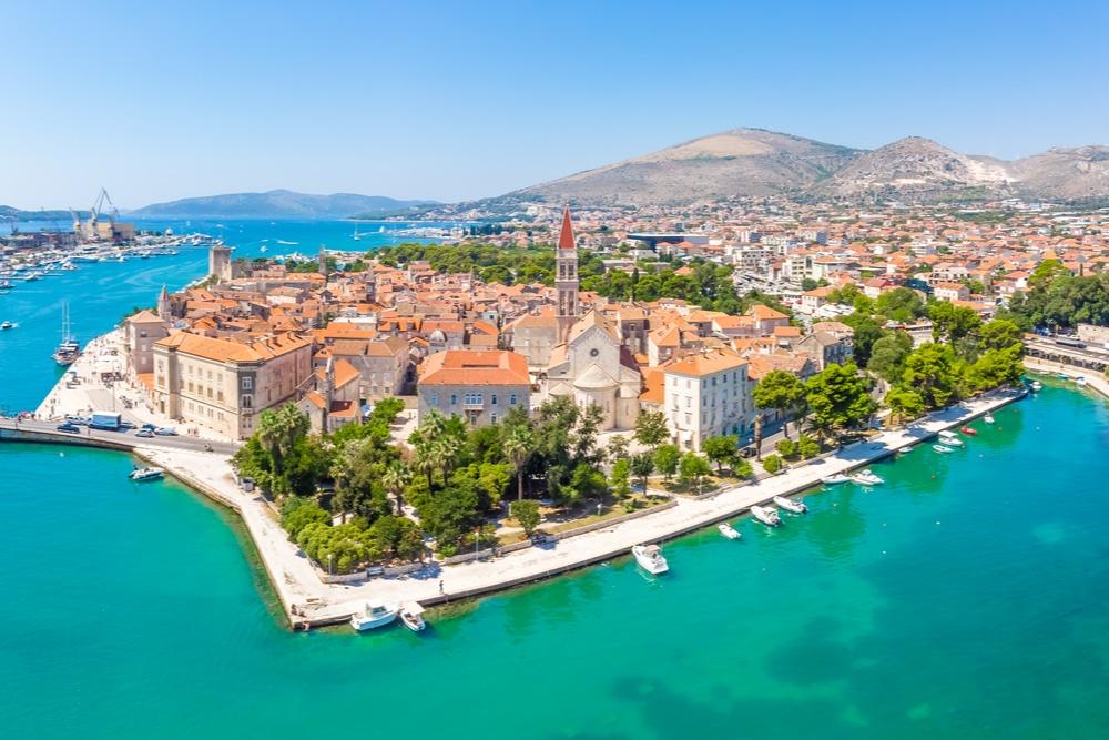 Le site du patrimoine mondial de Trogir est l'un des paris sur les excursions d'une journée au départ de Split en Croatie