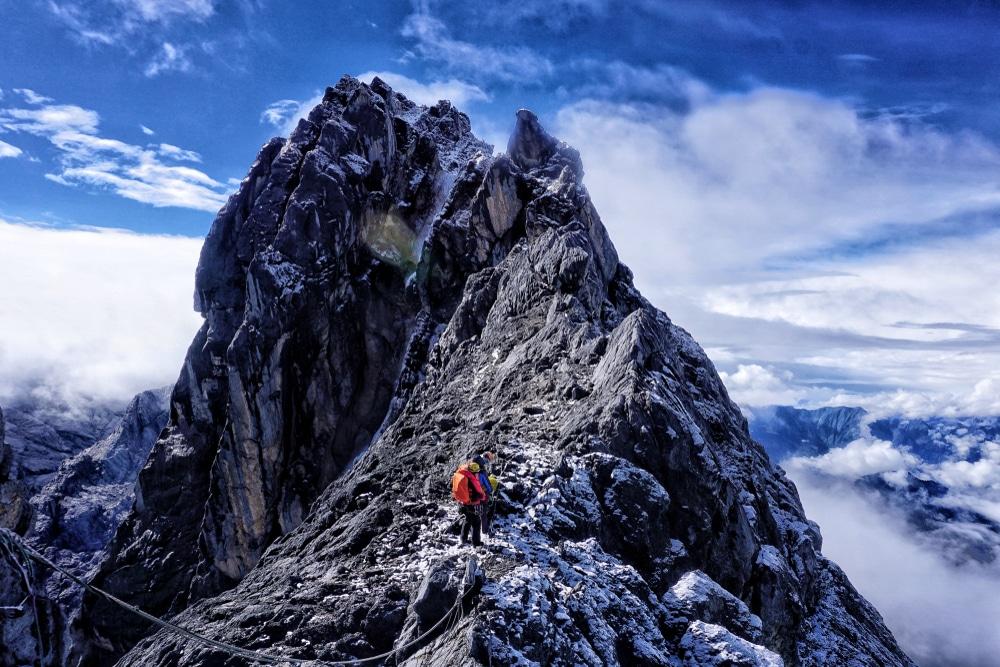 climbing the seven summits puncak jaya
