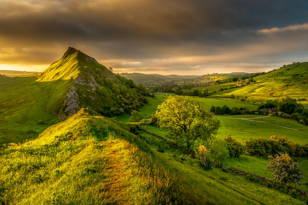 the Dragon's Back is one of best hikes in the Peak District
