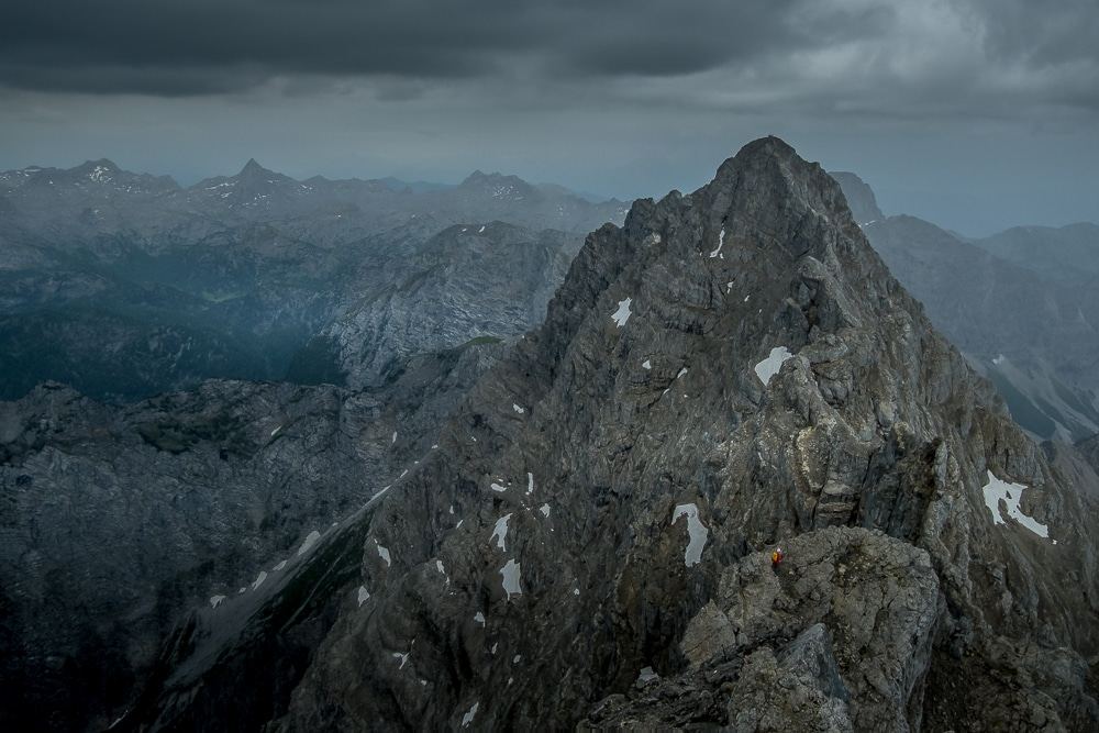 A hiker descends the Mittelspitze en route to the Südspitze
